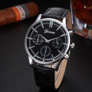 Мъжки сребрист часовник с черна каишка