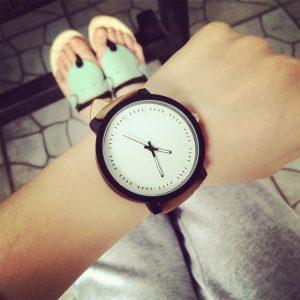 Изчистен и елегантен кафяв мъжки часовник