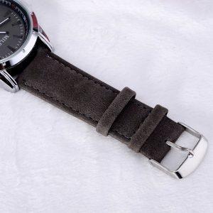 Черен мъжки часовник с велурена каишка