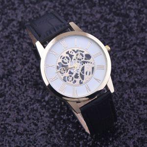 Часовник с виждащи се механични елементи