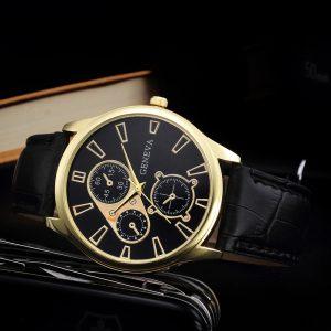 Златист мъжки часовник с черна кожена каишка