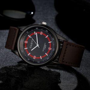 Мъжки часовник със сребрист корпус и черна каишка
