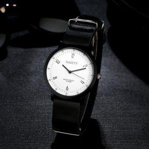 Черен часовник с кожена каишка и бял циферблат
