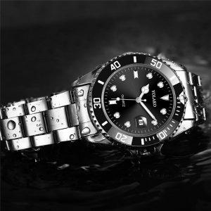 Мъжки часовник с черен циферблат и дата